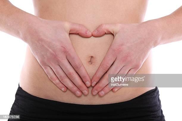 a forma di cuore sul ventre femminile - ombelico foto e immagini stock