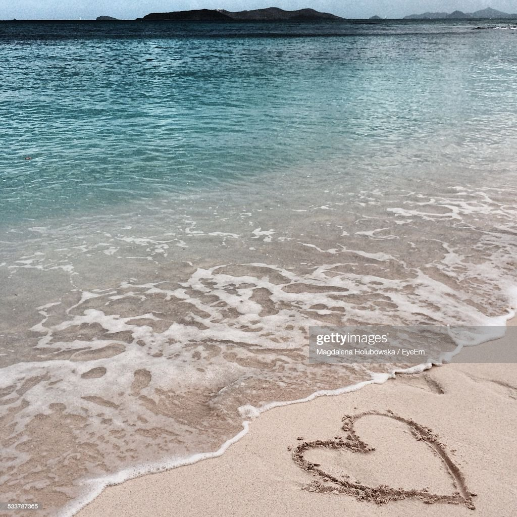Heart Shape On Sand At Seaside : Foto stock