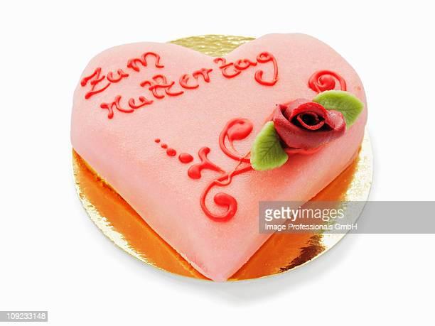heart shaped cake for mother's day - muttertag herz stock-fotos und bilder