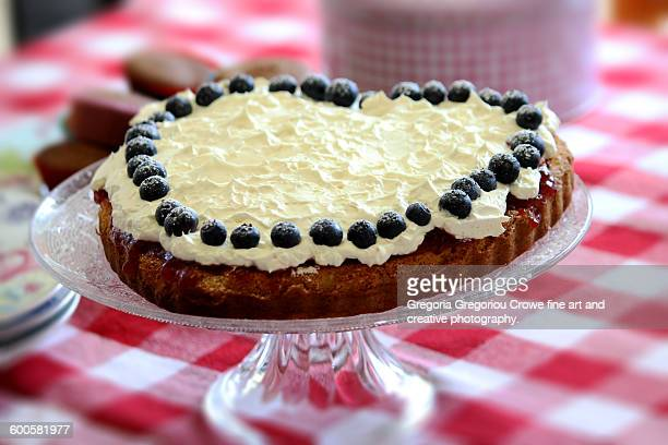 heart shaped cake - gregoria gregoriou crowe fine art and creative photography. stockfoto's en -beelden