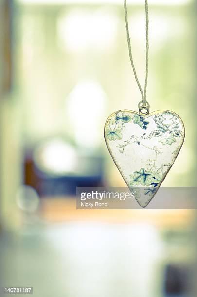 heart shaped ornament - nicky pende foto e immagini stock