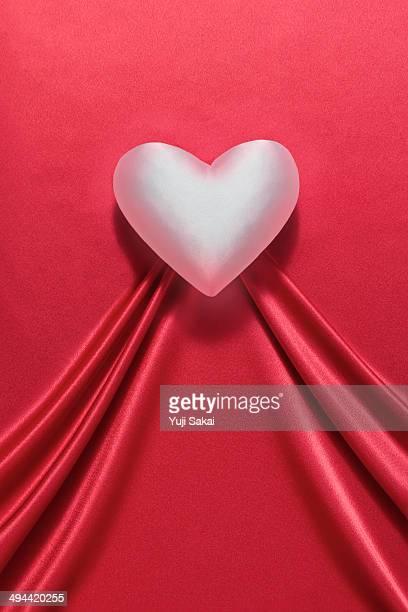 heart shaped  red satin cloth - satin ストックフォトと画像