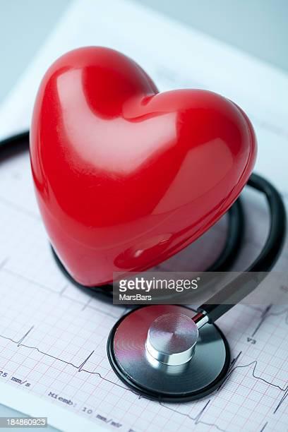 Stethoskop und Herz-EKG