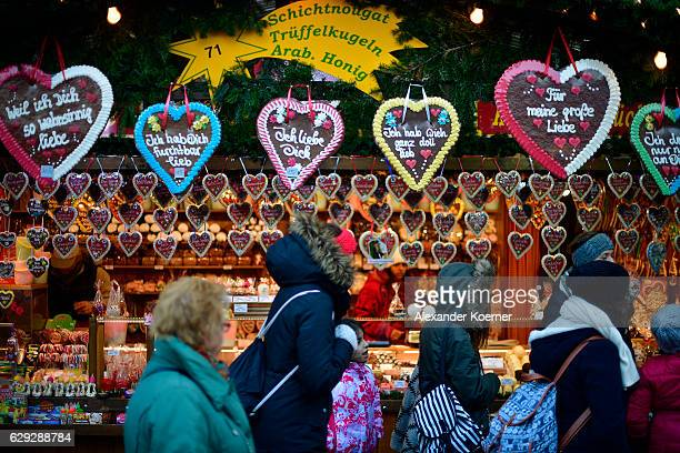 Hearts of gingerbread a speaciality in Bavaria and Austria hang at a booth at the christmas market at the town hall of Vienna on December 5 2016 in...