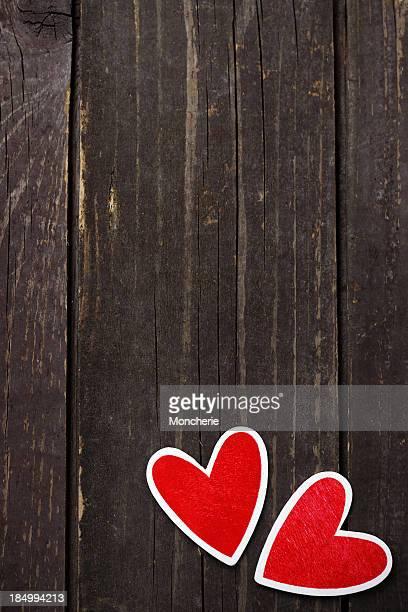 Coeur sur fond en bois