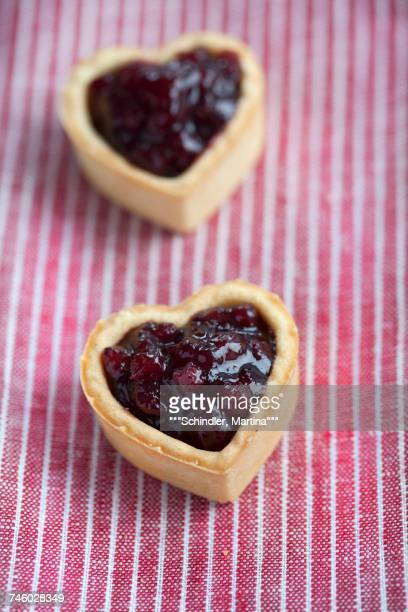Heart-shaped biscuits filled with cranberry jam