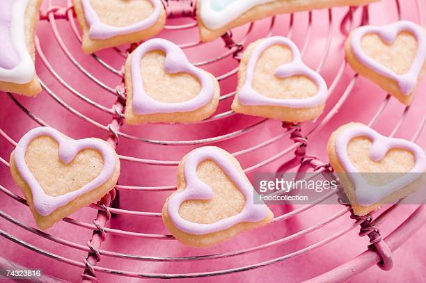 heart-shaped biscuits for valentine's day on cake rack - cooling rack stock photos and pictures
