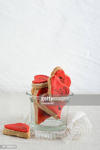 Heart-shaped cookies with stamp motif in glass, ribbon
