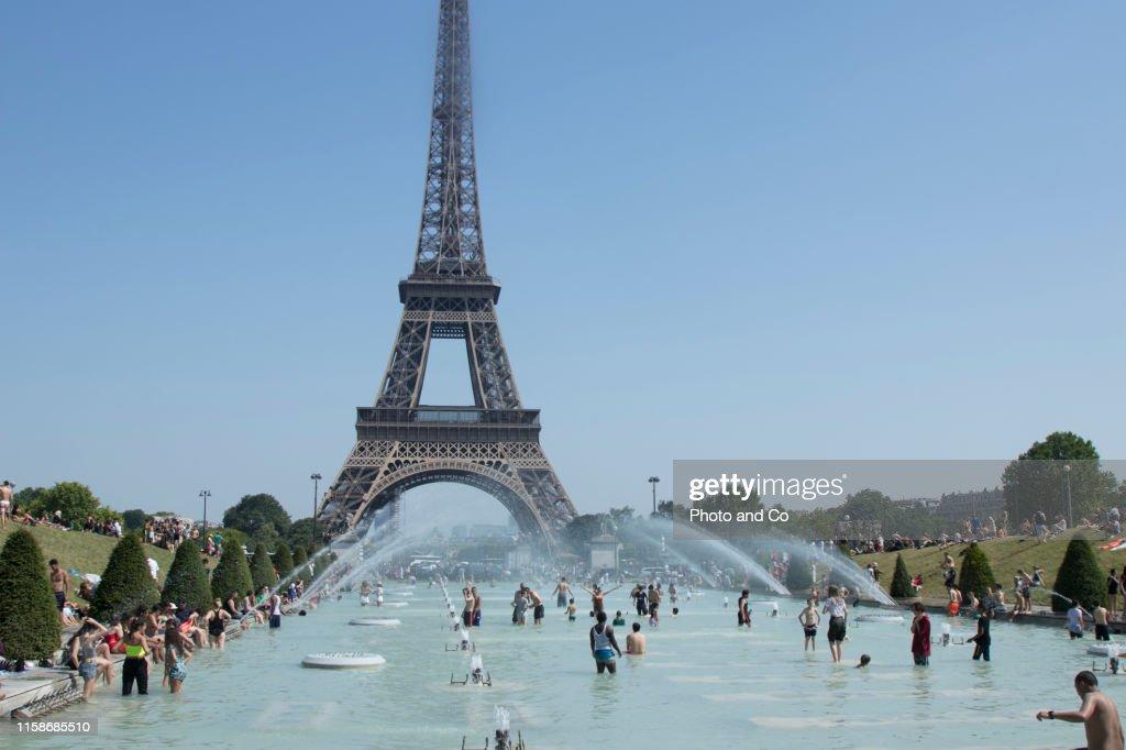 A Heat Wave Hits Paris : Stock Photo