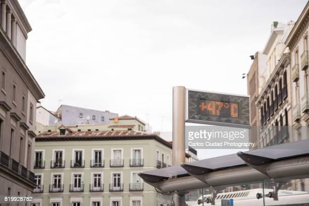 heat wave in the city center of madrid, spain - värmebölja bildbanksfoton och bilder