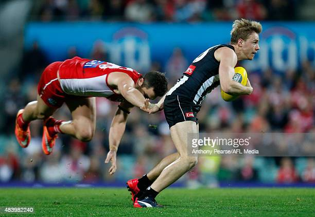 Heath Grundy of the Swans attempted tackle on Ben Sinclair of the Magpies during the round 20 AFL match between the Sydney Swans and the Collingwood...