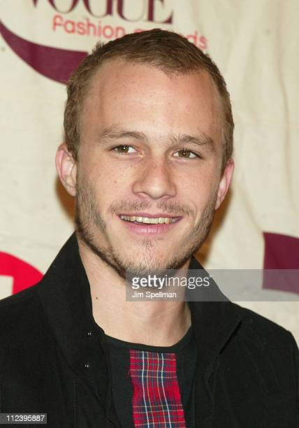 Heath Ledger during 2002 VH1 Vogue Fashion Awards Arrivals at Radio City Music Hall in New York City New York United States