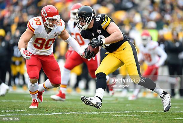 Heath Miller of the Pittsburgh Steelers carries the ball in front of Josh Mauga of the Kansas City Chiefs during the first quarter at Heinz Field on...