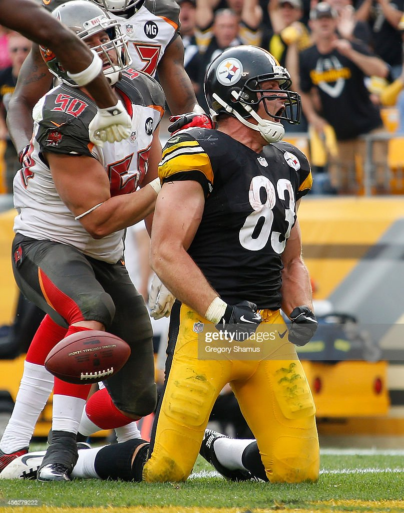 Heath Miller #83 of the Pittsburgh Steelers celebrates his touchdown during the third quarter against the Tampa Bay Buccaneers at Heinz Field on September 28, 2014 in Pittsburgh, Pennsylvania.
