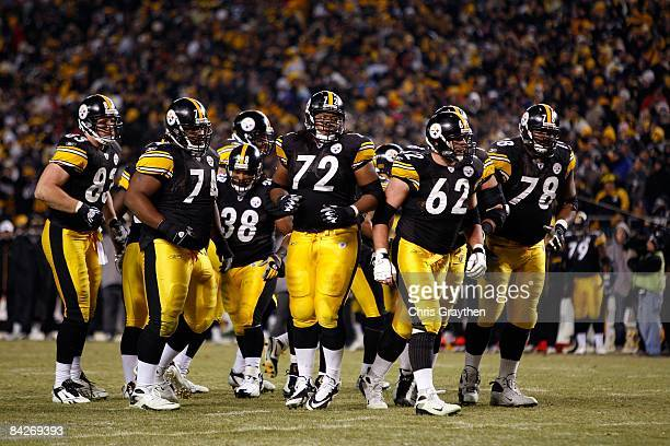 Heath Miller Willie Colon Carey Davis #38 Darnell Stapleton Justin Hartwig and Max Starks of the Pittsburgh Steelers break the offensive huddle...