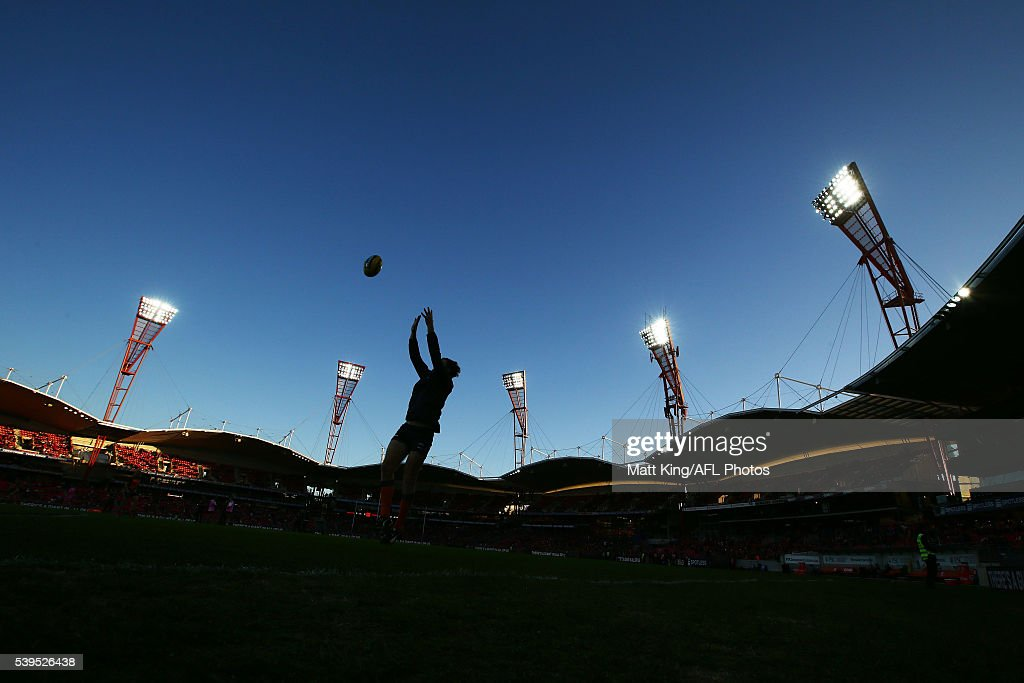 Heath Shaw of the Giants warms up before the round 12 AFL match between the Greater Western Sydney Giants and the Sydney Swans at Spotless Stadium on June 12, 2016 in Sydney, Australia.