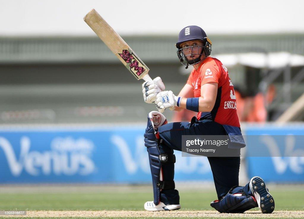 Australia v England - Women's T20 Tri-Series Game 2 : News Photo