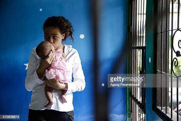 Heather Mack of the United States holds her baby daughter in a cell as she await her verdict hearing on April 21, 2015 in Denpasar, Bali, Indonesia....