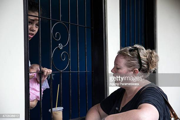 Heather Mack of the United States holds her daughter whilst speaking to a relative ahead of her verdict hearing on April 21, 2015 in Denpasar, Bali,...