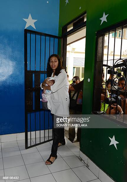 Heather Mack of the US holds her baby as she walks inside a holding cell at a court in Denpasar on Bali island on March 31, 2015. Indonesian...