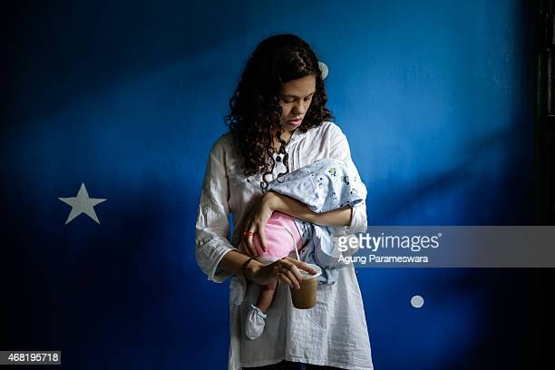 Heather Mack of the US holds her baby in a cell before her sentence demand trial on March 31, 2015 in Denpasar, Bali, Indonesia. Indonesian...
