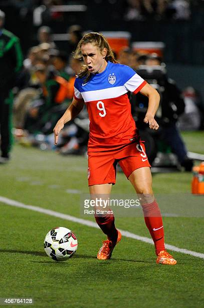 Heather O'Reilly of the United States reacts to a loose ball against Mexico during the second half of the match at Sahlen's Stadium on September 18...