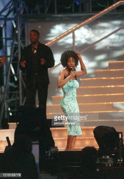 """Heather Small tritt am 27.5.2000 bei der ARD- Gala """"Musik ohne Grenzen"""" in der Expo-Stadt Hannover auf. Prominente aus aller Welt begaben sich mit..."""