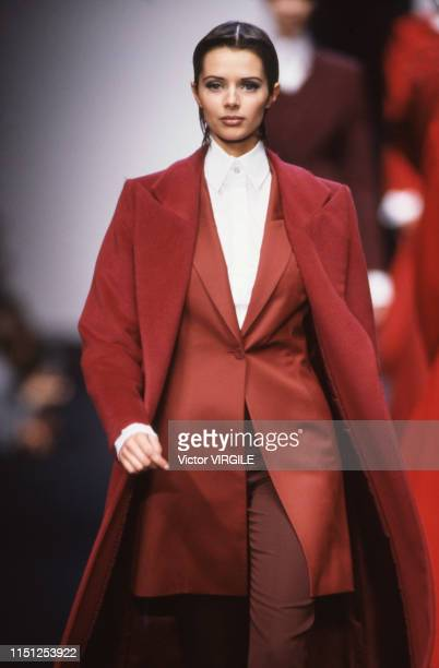 Heather Stewart Whyte walks the runway at the Lanvin Ready to Wear Fall/Winter 1993-1994 fashion show during the Paris Fashion Week in March, 1993 in...