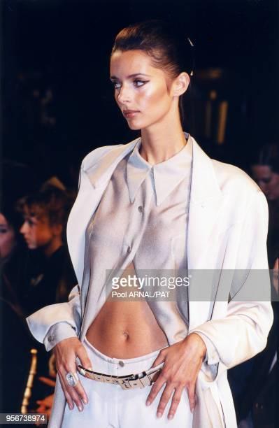 Heather Stewart-Whyte au défilé Montana, Prêt-à-Porter, Collection Printemps-été 1997 à paris en octobre 1996, France.