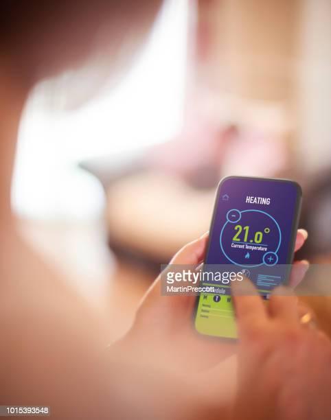 la aplicación de calefacción - con eficaz consumo de energía fotografías e imágenes de stock