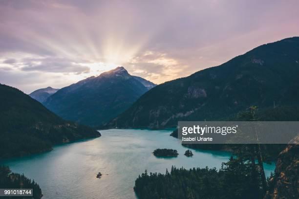 heaven over diablo - diablo lake fotografías e imágenes de stock