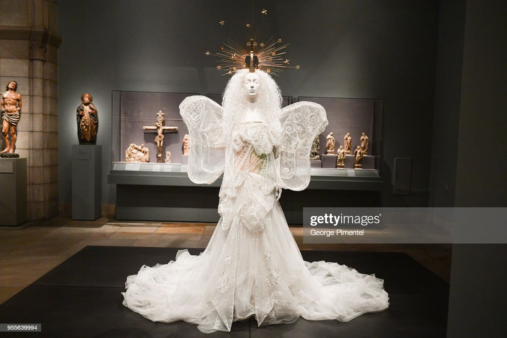 Heavenly Bodies: Fashion & The Catholic Imagination Costume Institute Gala - Press Preview : News Photo