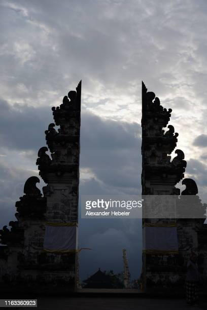 heavens gate - pura penataran lempuyang - heavens gate cult stock pictures, royalty-free photos & images