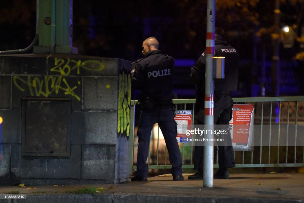 Shots Fired Near Synagogue In Vienna : ニュース写真