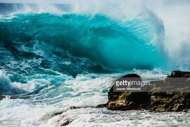 a heavy break - 津波 ストックフォトと画像