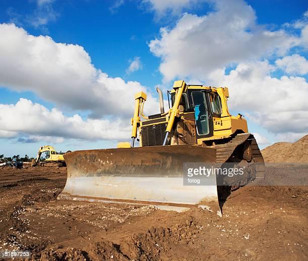 heavy construction equipment - ブルドーザー ストックフォトと画像