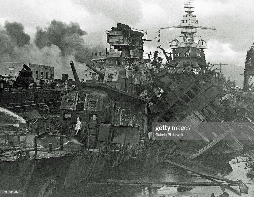 WW II Pearl Harbor : News Photo