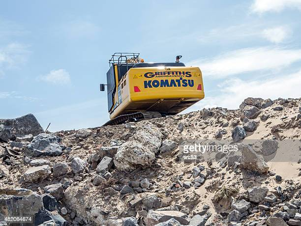 heavy plant machinery moving earth - komatsu stock pictures, royalty-free photos & images