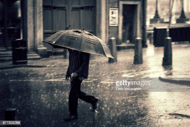 heavy rain in leeds - torrential rain stock pictures, royalty-free photos & images
