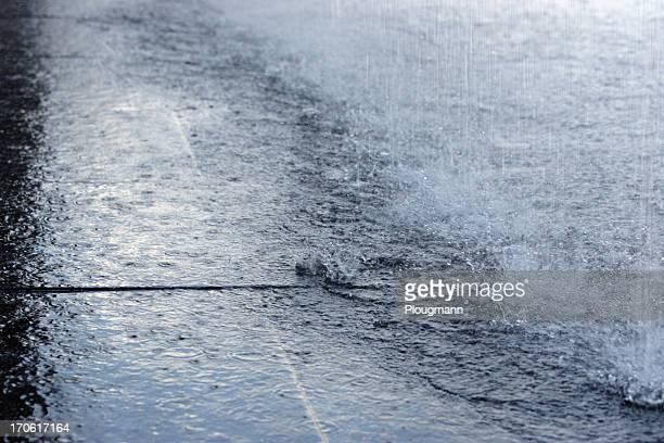 Schwere regnet.