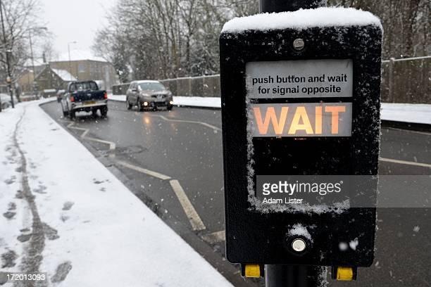 CONTENT] Heavy snow falls across London and the UK The roads have been kept clear of the usual chaos and the road traffic can be seen moving