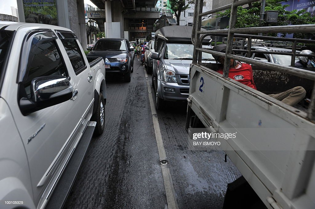Heavy traffic hits the roads in downtown Bangkok on May 21, 2010. Thailand picked up the pieces after violence and mayhem triggered by a crackdown on anti-government protests, as the focus swung to recovery and reconciliation in a divided nation. AFP PHOTO / Bay ISMOYO