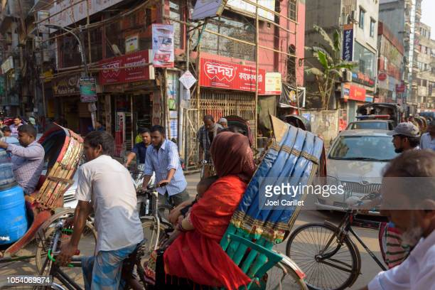 heavy traffic in crowded streets of dhaka, bangladesh - dhaka stock pictures, royalty-free photos & images
