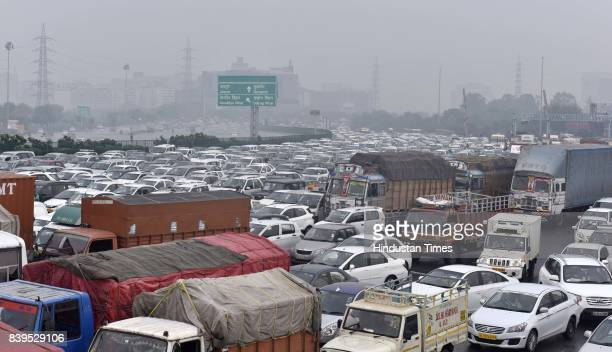Heavy Traffic jam at Delhi-Gurugram border on Jaipur Expressway due to high alert in Delhi-NCR a day after 31 people died and over 250 were injured...