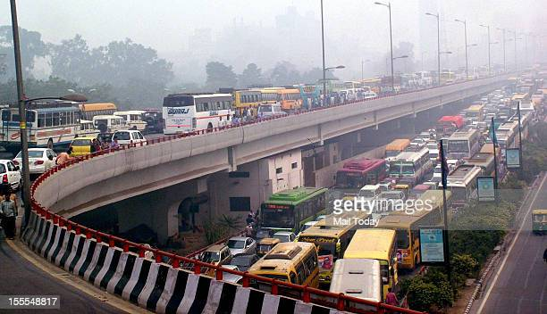 Heavy traffic Jam at ring road near Rajghat during Congress party's FDI Rally at Ramlila Maidan in New Delhi on Sunday 4th November 2012
