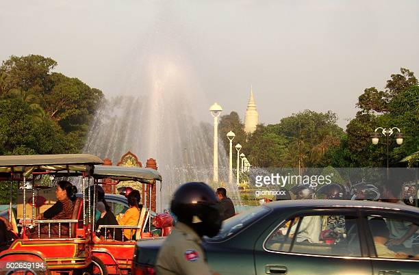 heavy traffic jam in phnom penh, cambodia - phnom penh stock pictures, royalty-free photos & images