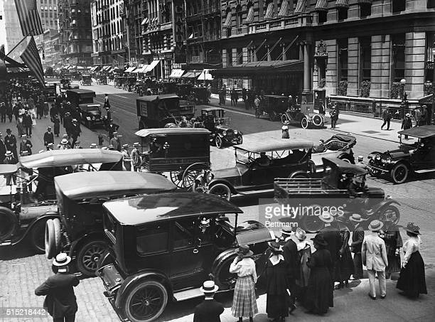 Heavy traffic on 42nd Street and Madison Avenue in 1917