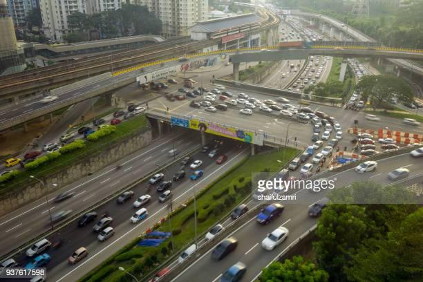 heavy traffic on federal highway in kuala lumpur, malaysia. - shaifulzamri 個照片及圖片檔