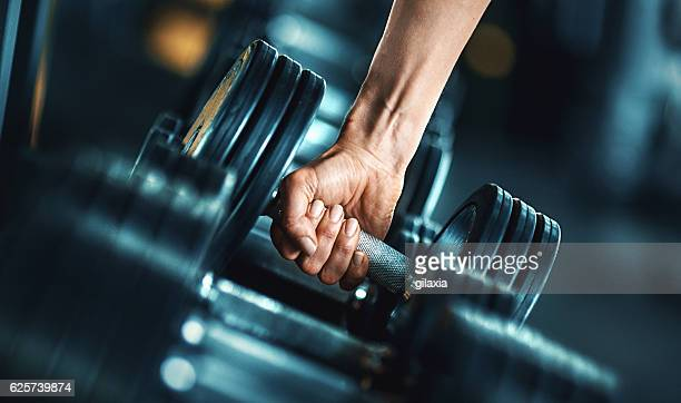 heavy weight exercise. - bodybuilding stockfoto's en -beelden