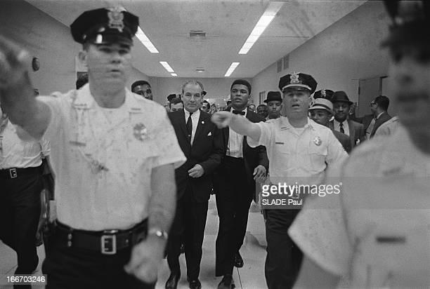 Heavy Weight World Boxing Championship Cassius Clay Sonny Liston In Miami 109e championnat du monde des poids lourds le champion du monde Sonny...